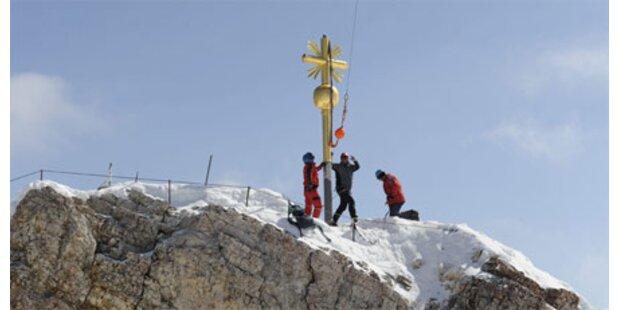 Gipfelkreuz wieder auf der Zugspitze