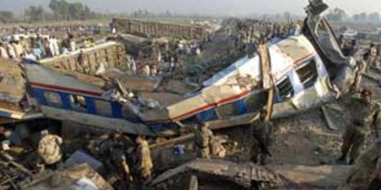 Doch weniger Tote bei Zugsunglück in Pakistan