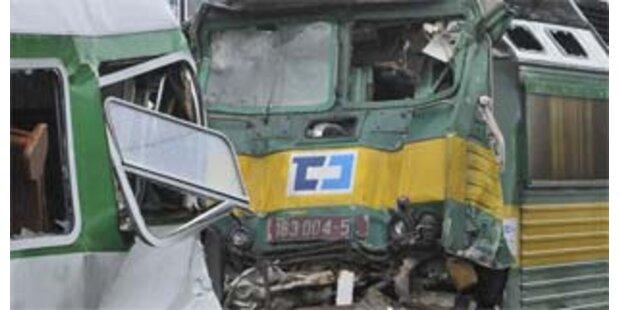 Ein Toter und zahlreiche Verletzte nach Zugunglück