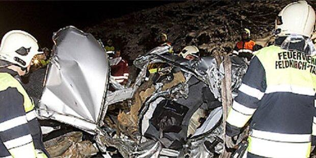 Zug rast in Vorarlberg in PKW - Zwei Tote