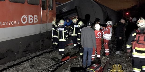 Zustammenstoß zweier Züge in Österreich