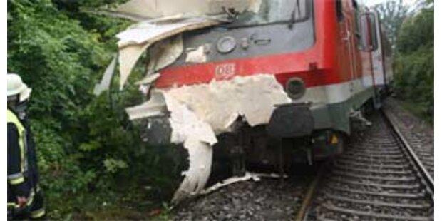 Eurocity rammte Traktor und entgleiste