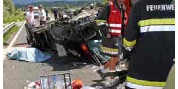 Sieben Verletzte bei gefährlichem Überholmanöver